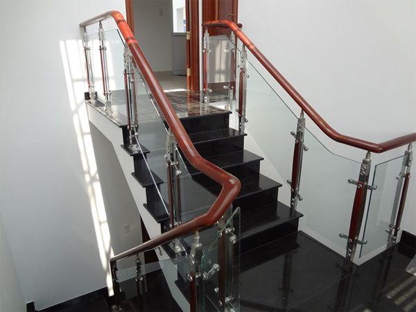 Cầu thang kính Đà Nẵng
